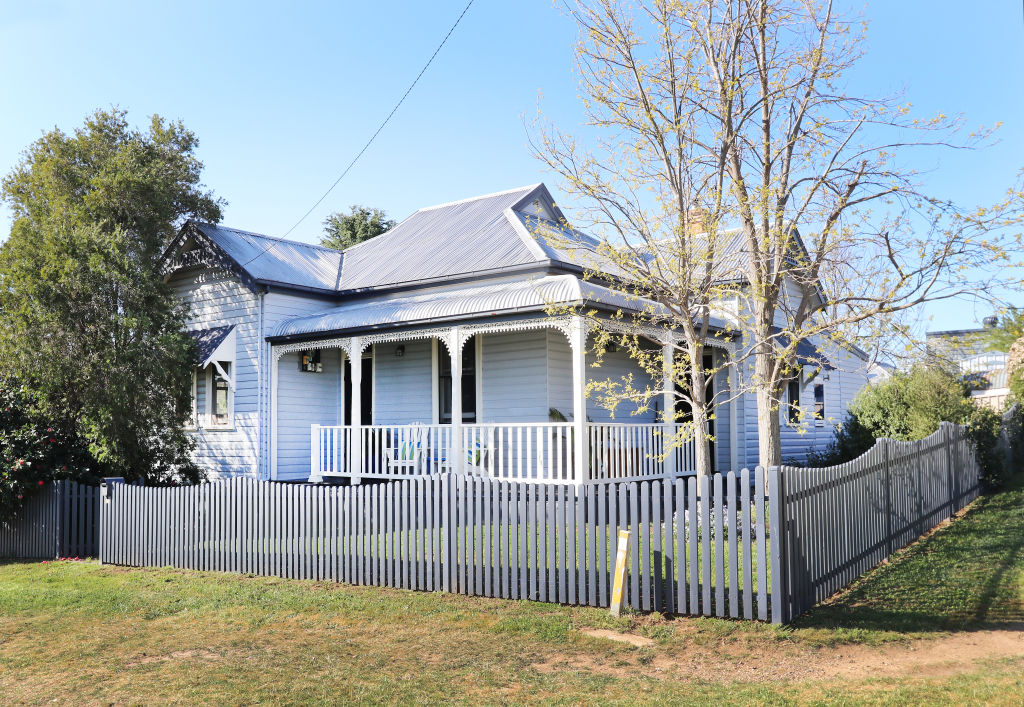 YASS_-_16_DeMestrie_Street_3-bed_house_549_000_Yass_Valley_Property_atj9dr