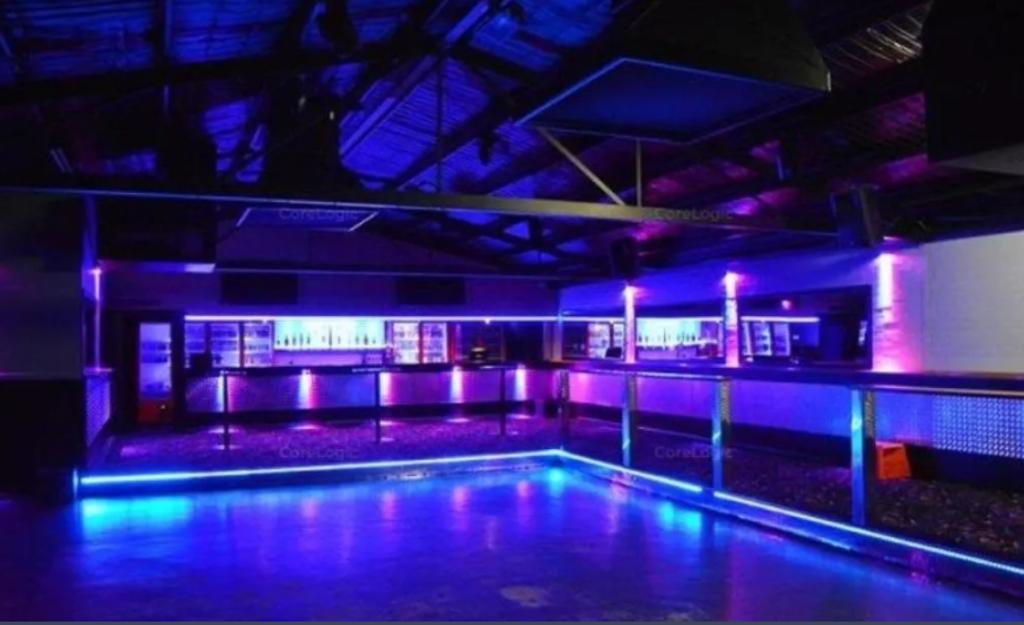 moe-nightclub