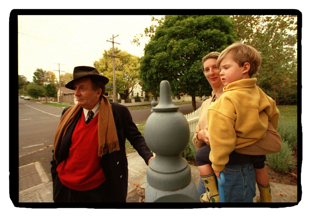 Barry Humphries and old neighbour in Camberwell in 1999.