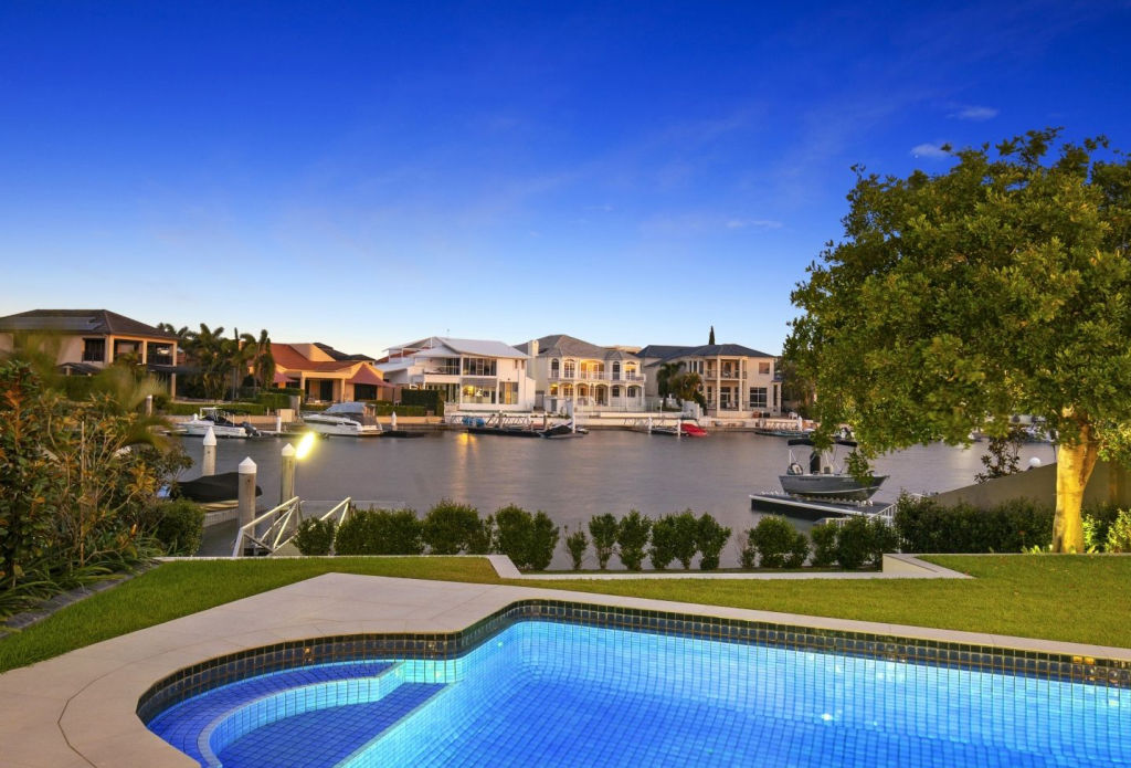 6 Queen Guineveres Place Sovereign Islands QLD low res