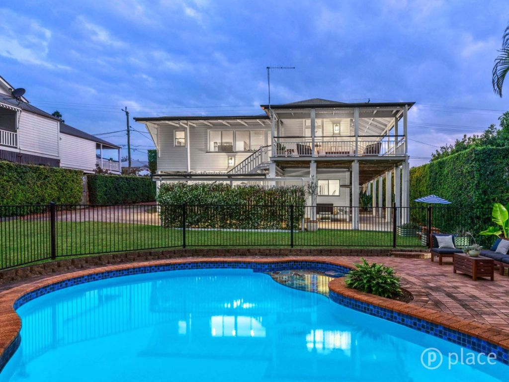 A home at 60 Mcllwraith Avenue, Norman Park sold at auction for $1.3 million.