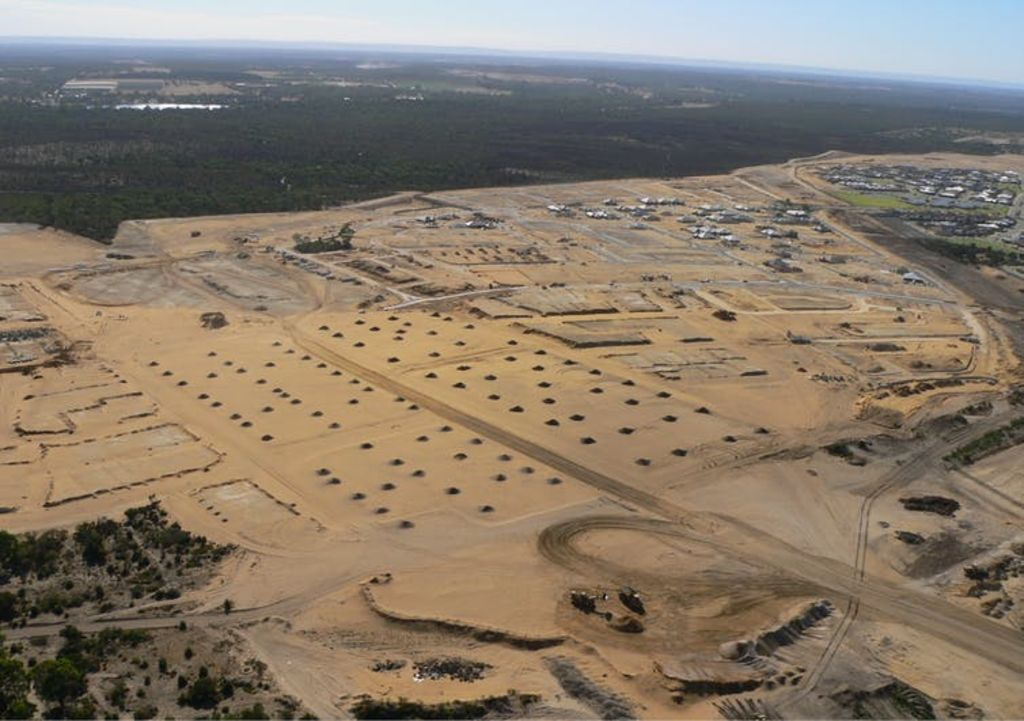 The problems of sprawl: contractors clear once biodiverse land on the edge of Perth for a new suburb. Author provided. Photo courtesy of Donna Broun, Richard Weller