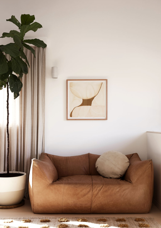 Le Bambole vintage sofa, artwork by Lily Nicholson. Styling: Annie Portelli.