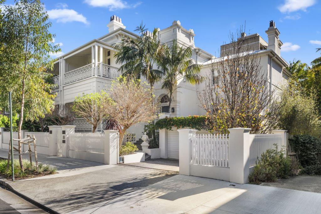 Local landmark residence Oakburn at Elizabeth Bay has hit the market for $11 million.