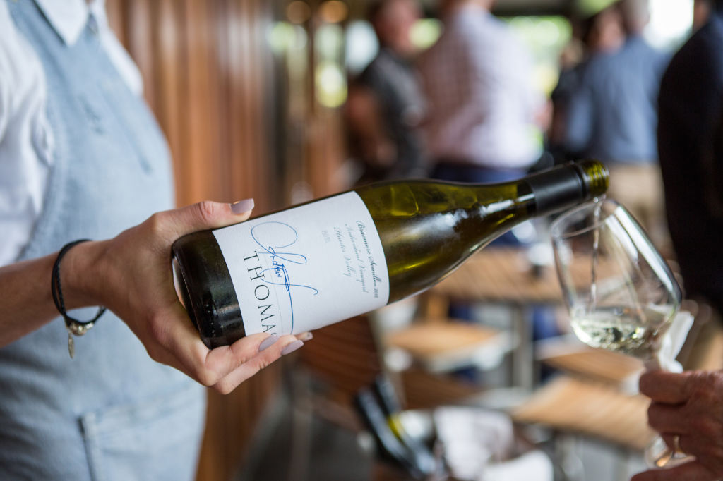 Thomas_Wines_Braemore_Semillon_being_poured_jcf3ks