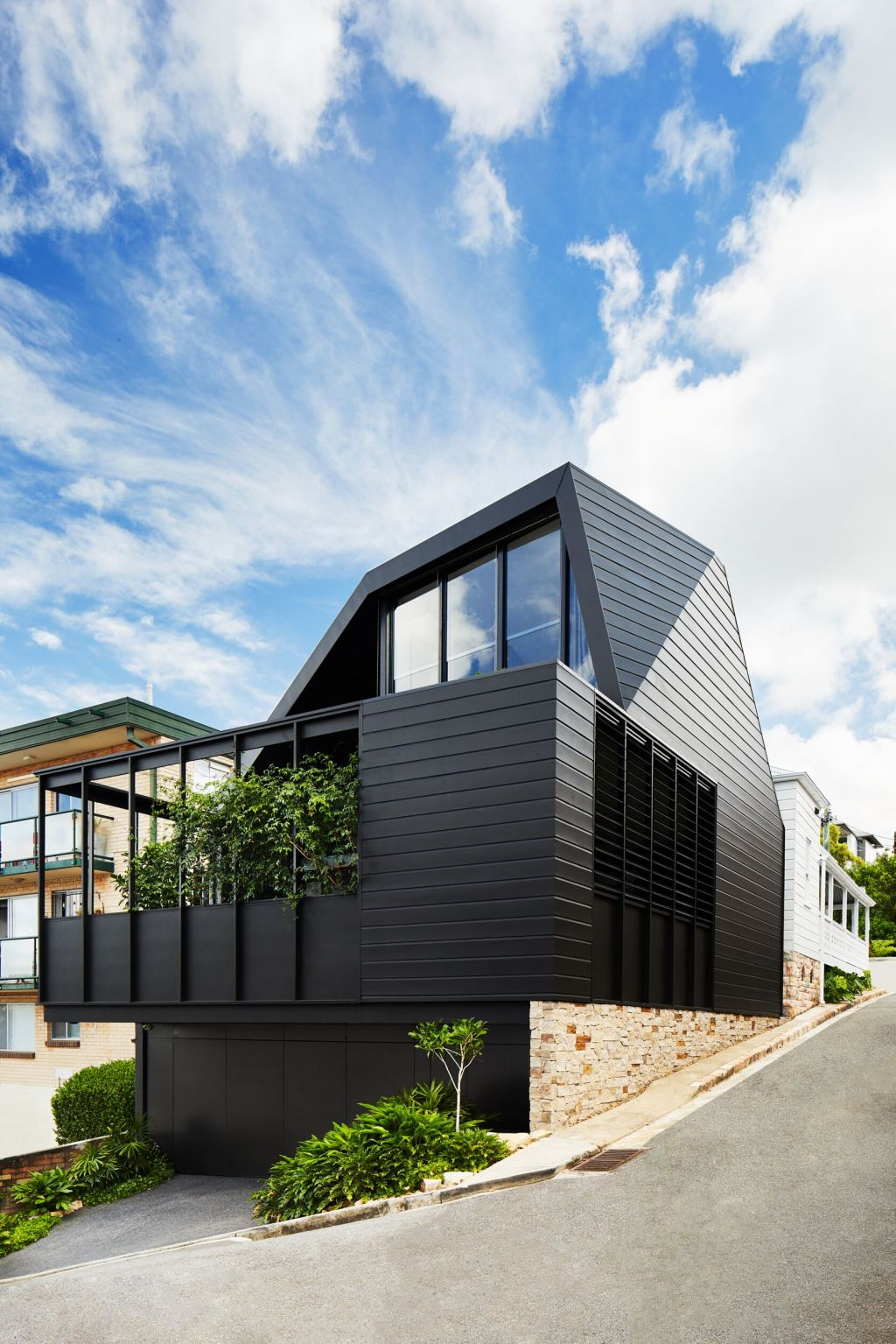 Complete_flip_in_the_extended_programme_of_a_Brisbane_architect_s_home_t2wl2x