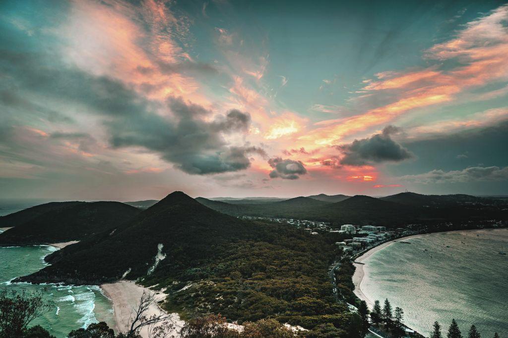 Climb_Tomaree_Mountain_axpq5g