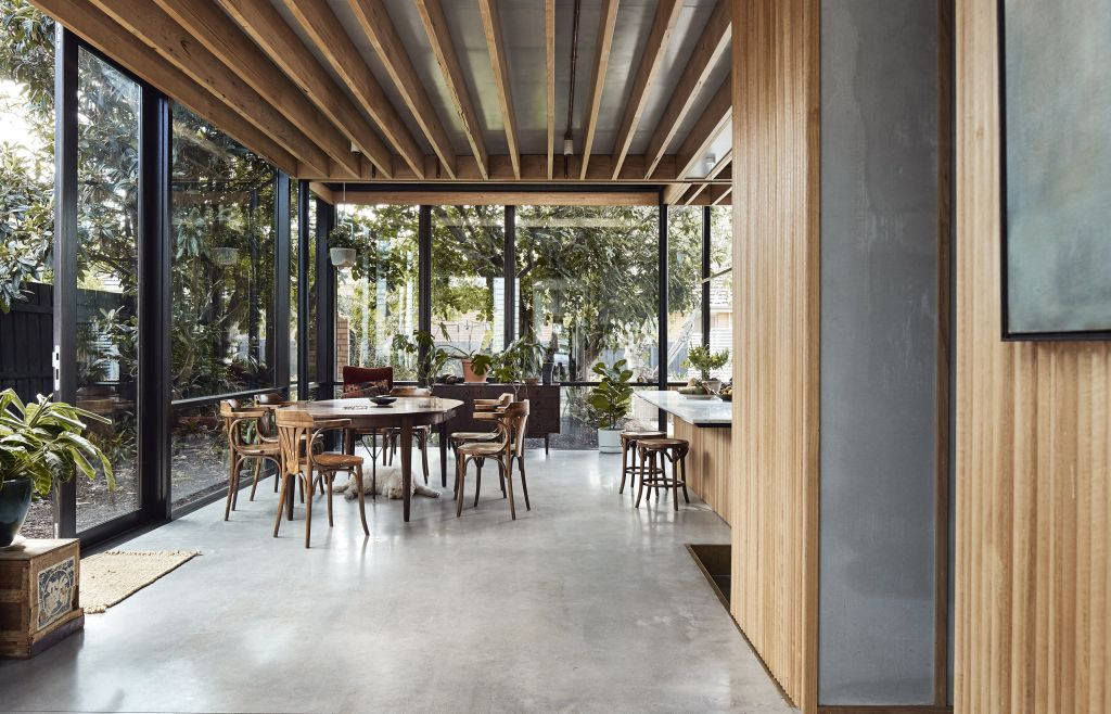 On_a_polished_concrete_slab_the_living_area_addition_was_made_compactly_efficient_to_maintain_the_gardenscape._PIx_Peter_Bennetts_uxbxsp