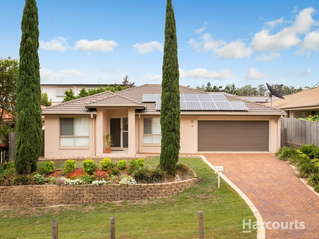 The five-bedroom Calamvale home proved popular on auction day.