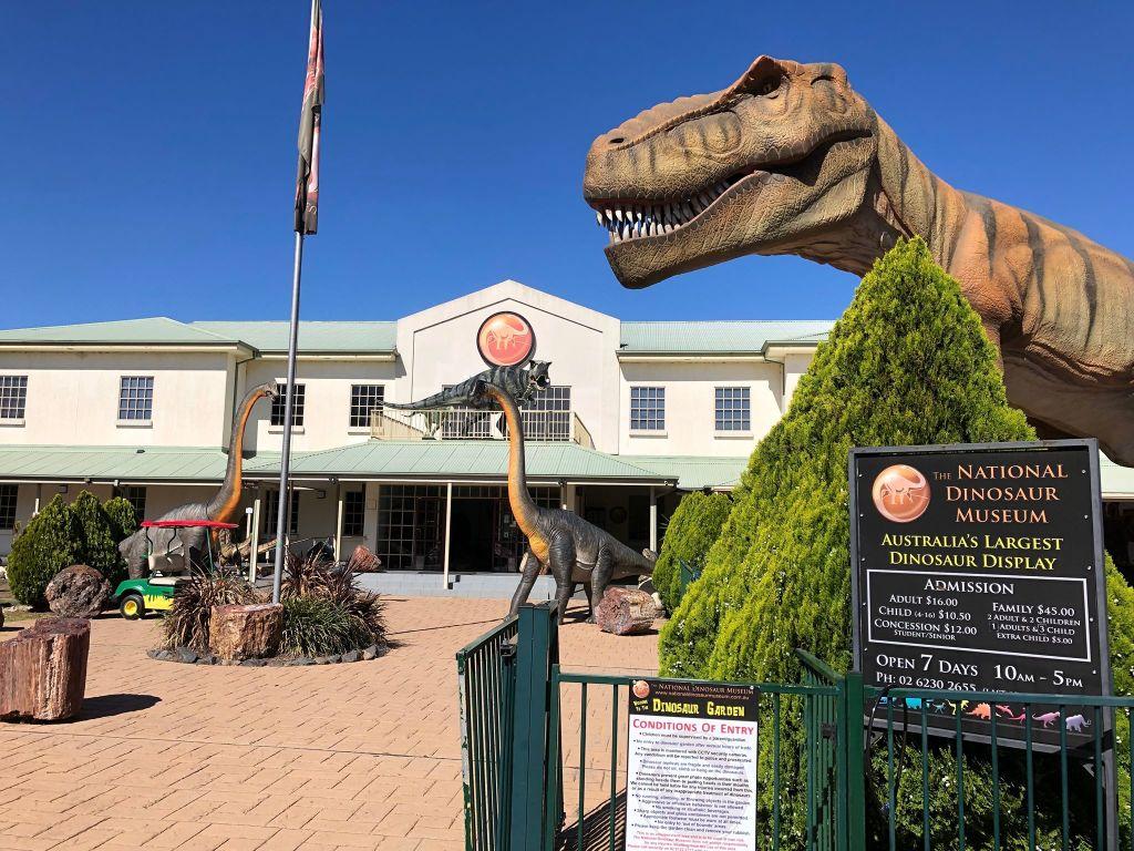 National_Dinosaur_Museum_1_rh46yb