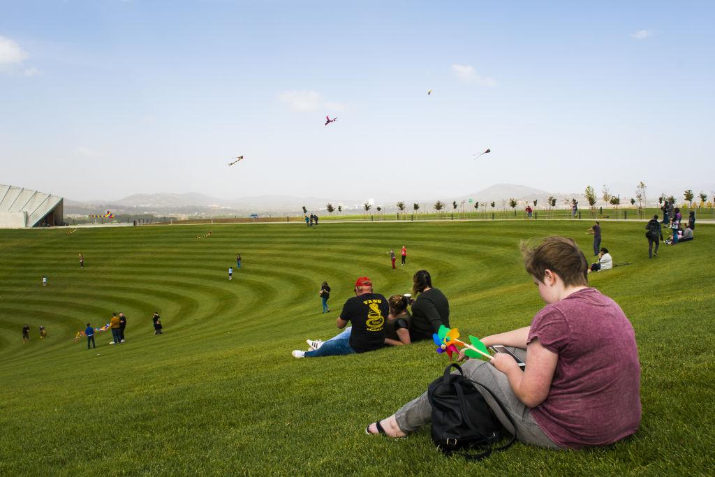National_Arboretum_which_featured_Australia_s_biggest_rainbow_and_kite_flying._Photo_Elesa_Kurtz_fpp6bs
