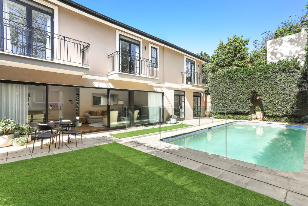 Ted_Pretty_at_4a_Beresford_Road_Rose_Bay_2_nhr3ze