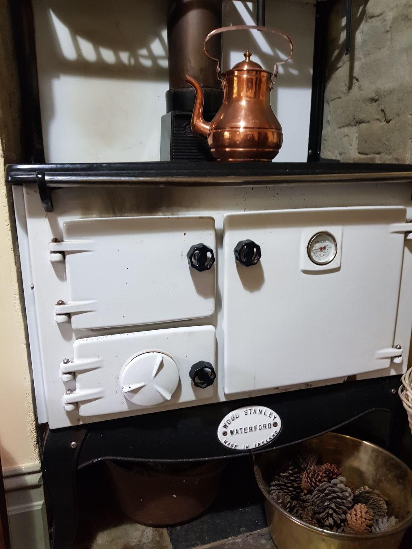 The_kitchen_s_wood_oven_gjcsls