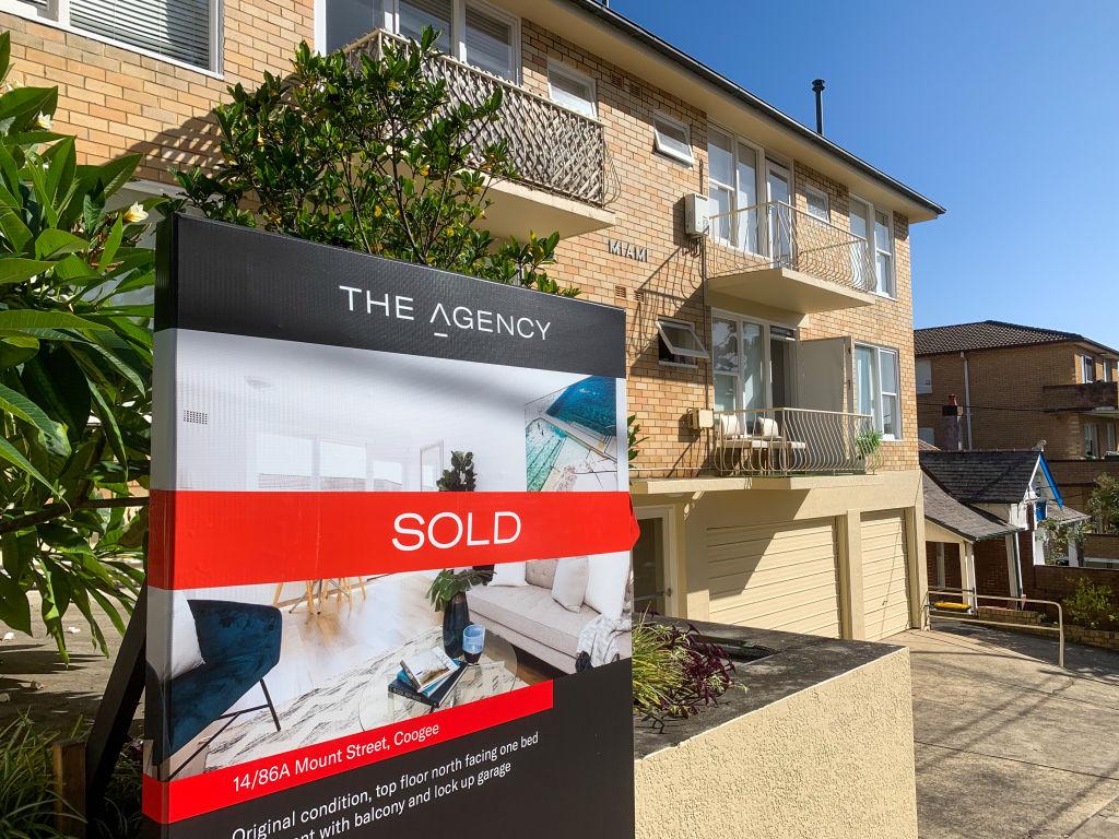 Sold_Sign_Sydney_08_hf2sb3