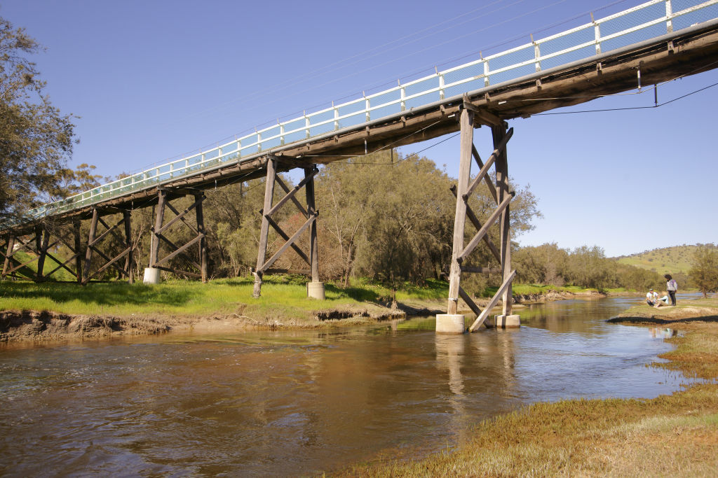 Avon River passing under the Toodyay Footbridge