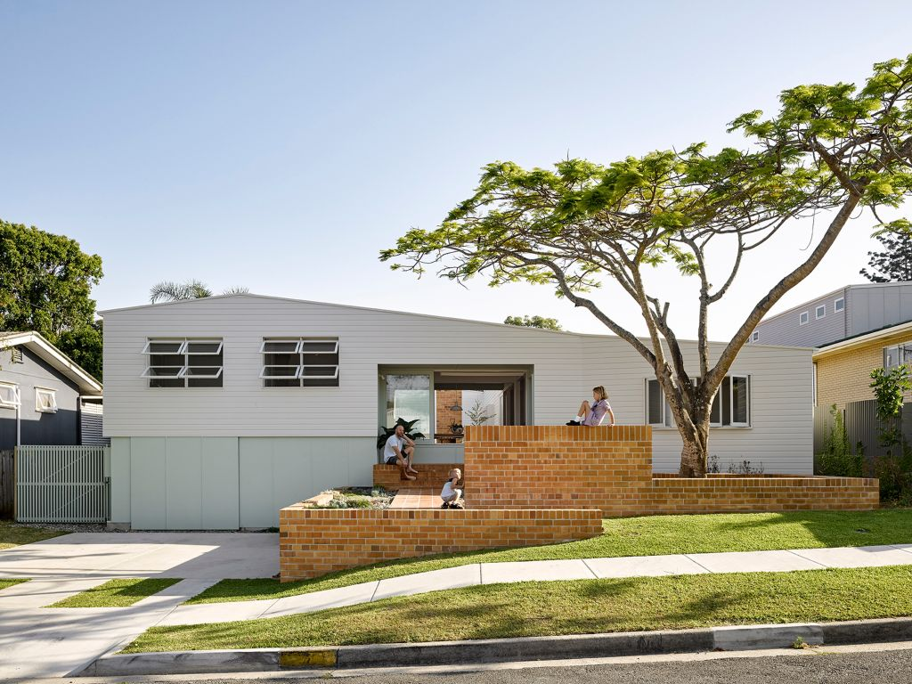 QLD_ME_won_a_state_award_for_improving_on_a_good_memory_of_a_suburban_70s_house._Photo_Christopher_Frederick_Jones._tq7gdc