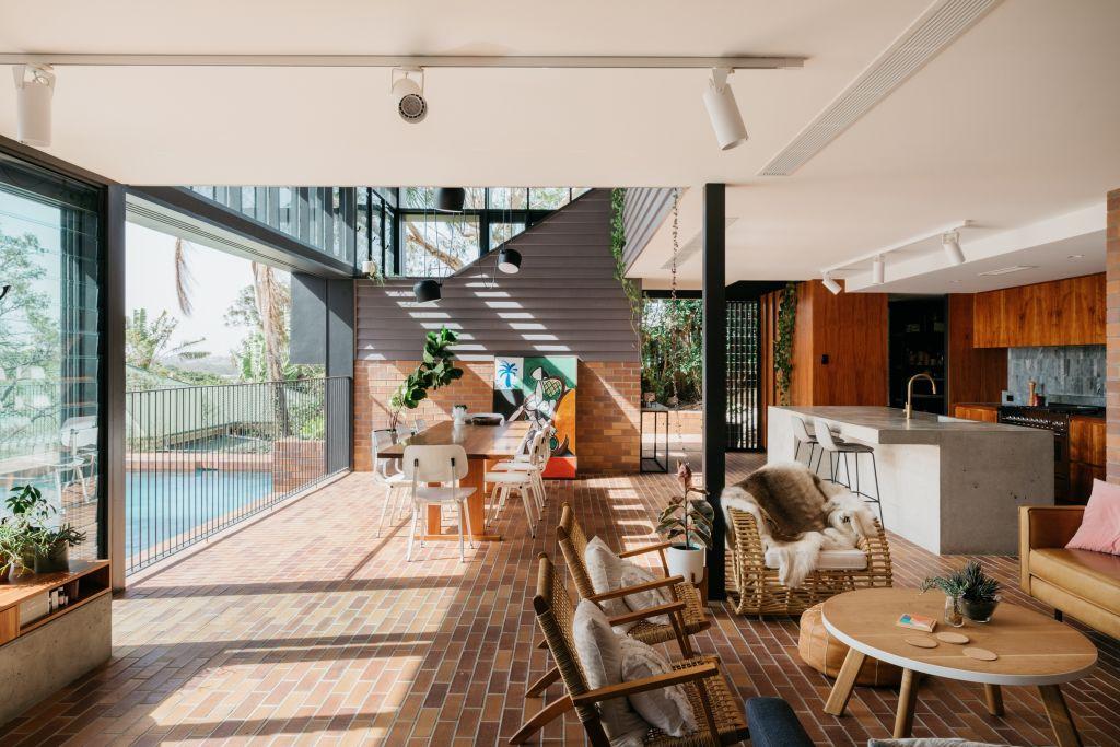 QLD_Making_restort_style_amenity_under_a_Queenslander_won_Nielsen_Jenkins_a_state_award_._Photo_Shantanu_Starick_v23k8k