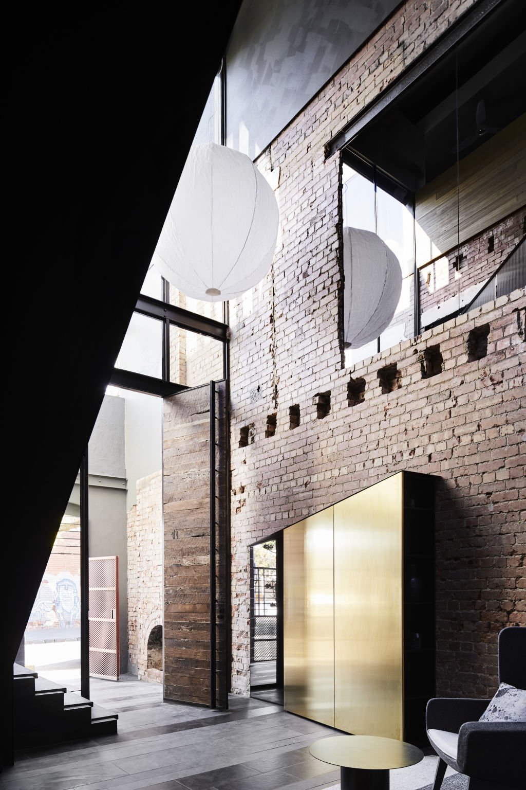A_soaring_void_brings_light_into_a_moody_industrially_interesting_residential_interior_by_Splinter_Society._Photo_Sharyn_Cairns_e3y7iv