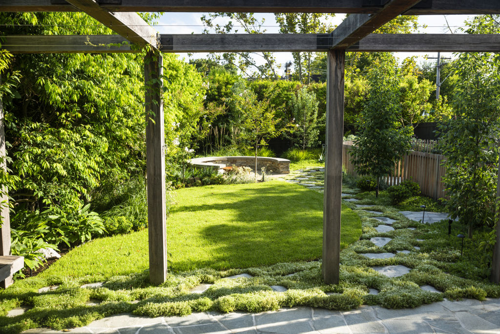 Composed_garden_by_Kate_Seddon._Credit_Rob_blackburn.2_a9yleb