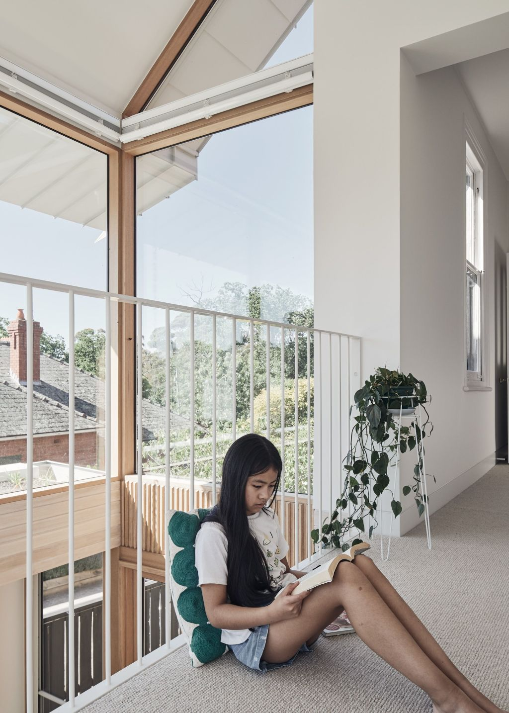 An_internal_balcony_designed_to_keep_the_children_out_of_their_bedrooms._Photo_Peter_Bennetts_ixfobi