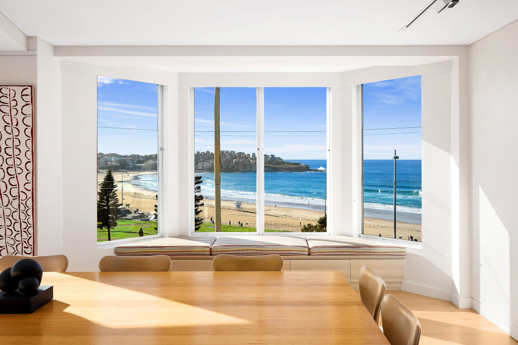 5_and_6_70_Campbell_Parade_Bondi_Beach_window_seat_and_dining_table_pp6pcp