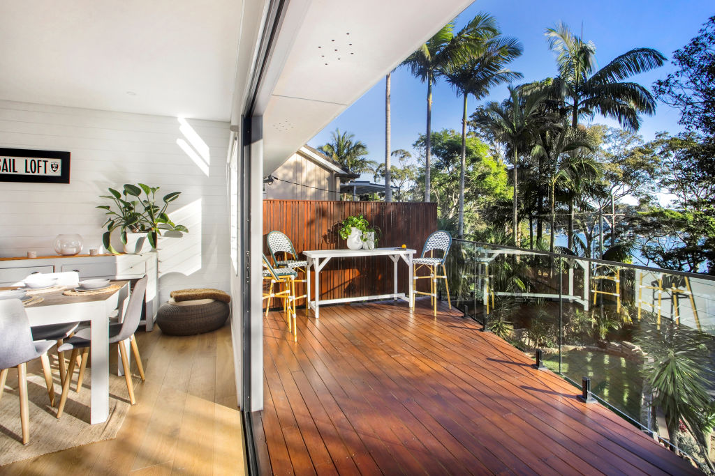 888_Barrenjoey_Rd_deck_qniisn