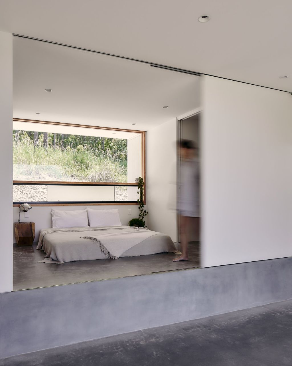 A Sunshine Coast designed for the views by Atelier Chen Hung. The sublime sleeping alcove raised on a platform and therefore under a lower ceiling.