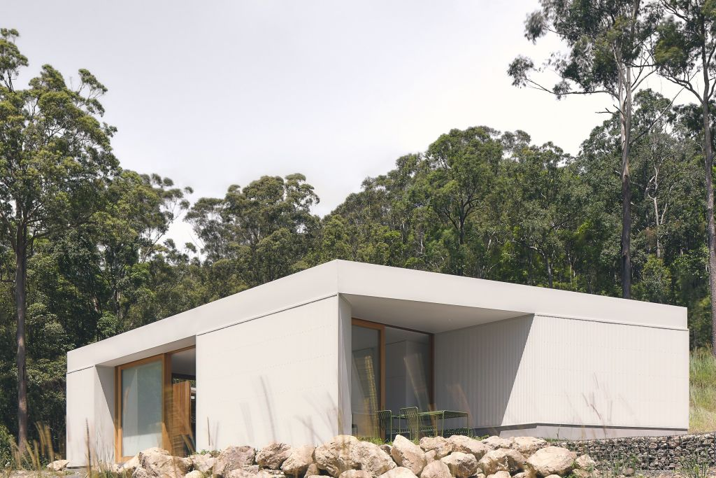A Sunshine Coast designed for the views by Atelier Chen Hung. The land is powerful, the house is deliberately sculptural.