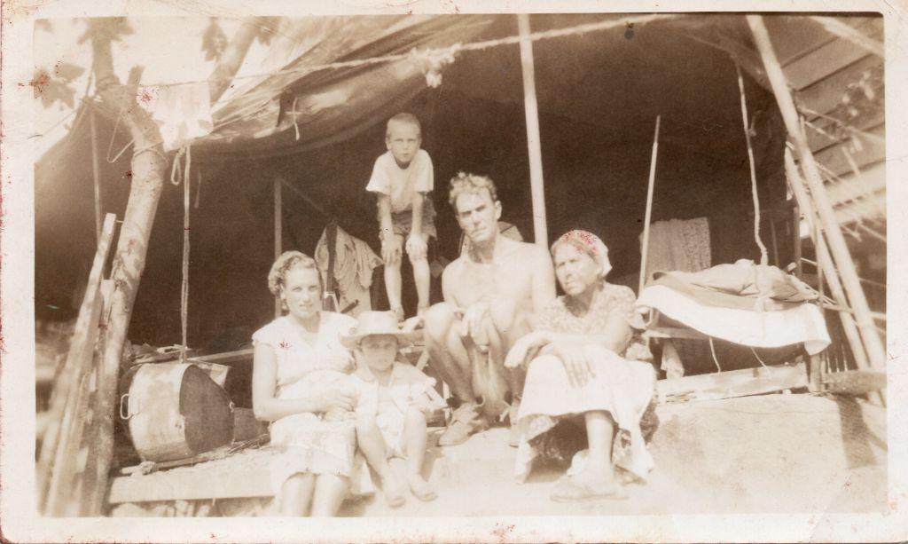 1948_Philipines_Anna_Boris_Tamara_Alexander_and_Tatiana_c50cm1