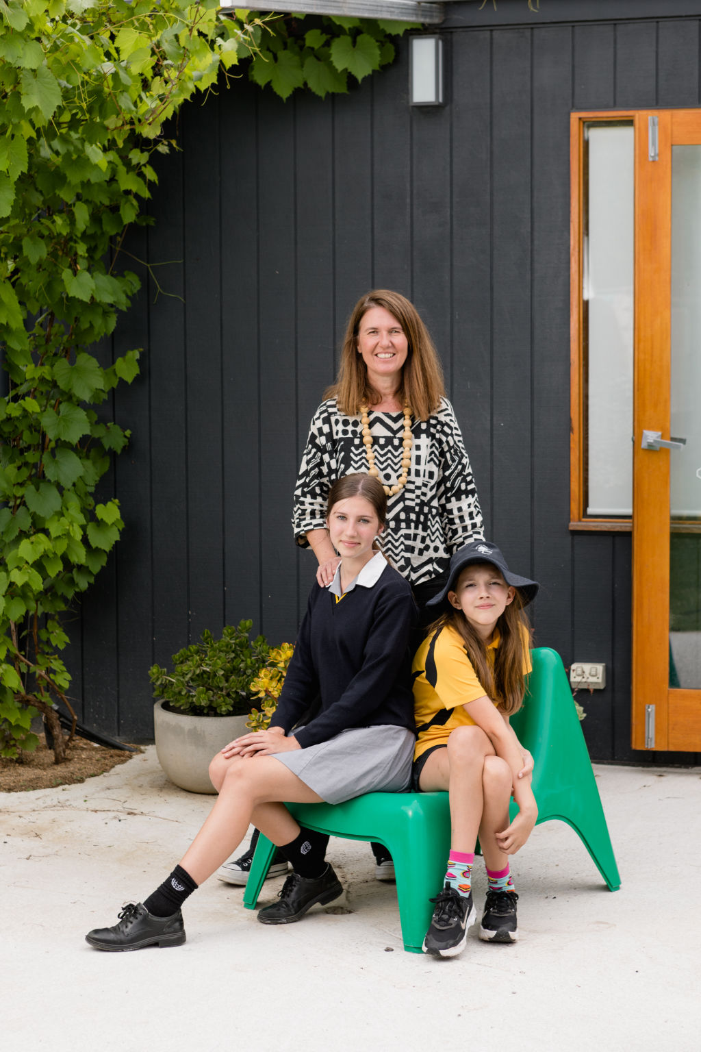 Coby Hallas and daughters Tahlia and Imogen.