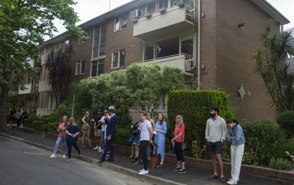 Auction of 5/86 Cromwell Road, South Yarra. Saturday November 28, 2020.
