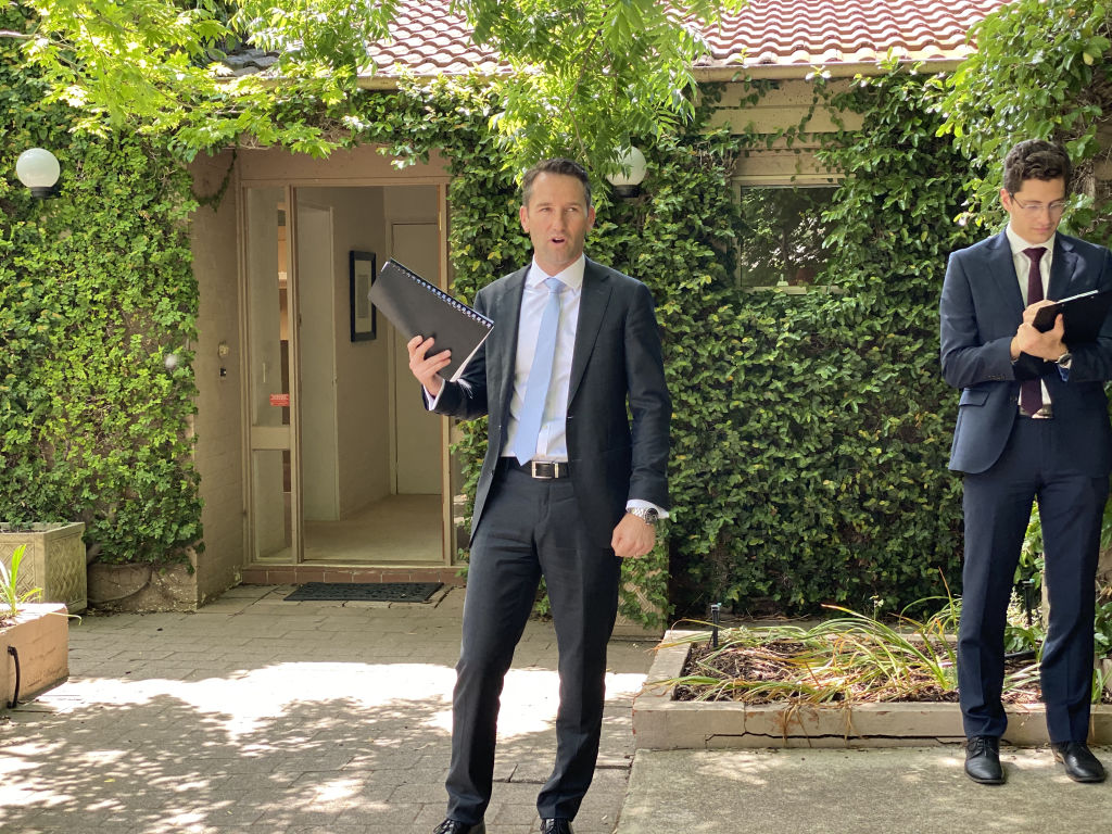 Auctioneer_Andrew_Potts_of_Independent_Gungahlin_and_Dominic_Sisa_of_Independent_Woden._nqdcfb