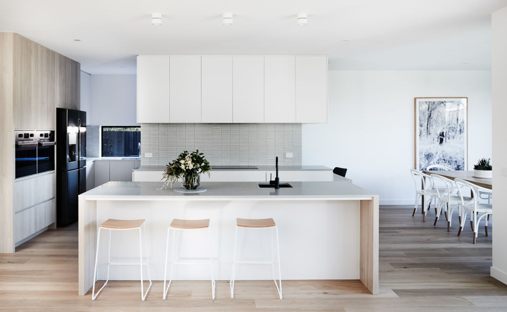Kitchen_warm_-_Thomas_Archer_Homes_-_Photographed_by_James_Geer_zzkw2n