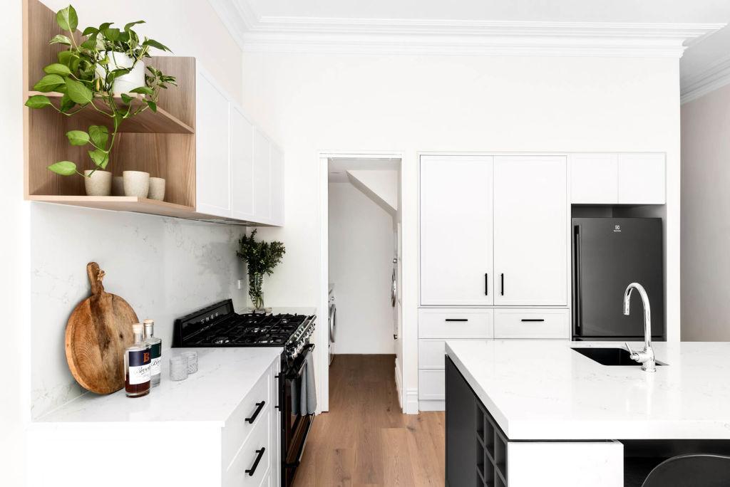 Kitchen_-_Butler_s_pantry_-_M.J._Harris_Group_-_Photographed_by_Joel_Noon_k2oz9n