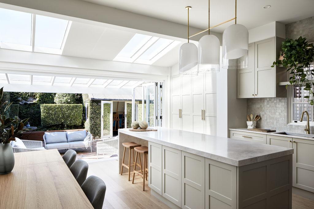 Kitchen_-_Warm_tones_-_Harper_Lane_Design_-_Photographed_by_Ryan_Linnegar_4_q9ifzp