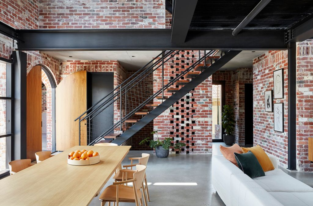 The_architect_did_not_want_the_interiors_of_the_amazing_Brick_House_to_feel_heavy_and_they_re_not._Photo_Jack_Lovel_v3pduc