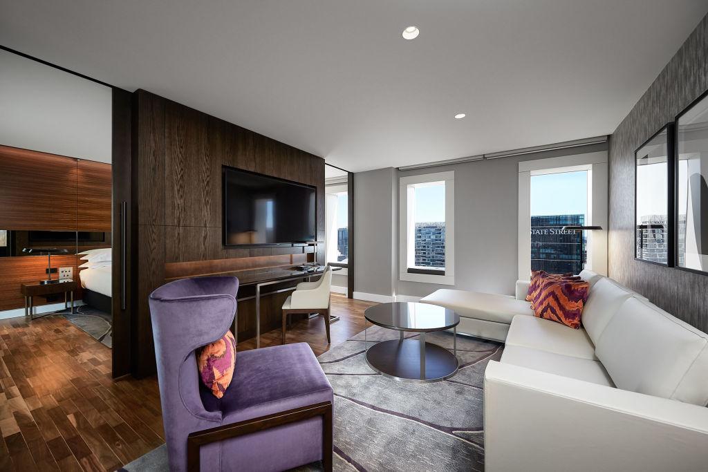 Hilton_Sydney_City_Suite_vyvuo0
