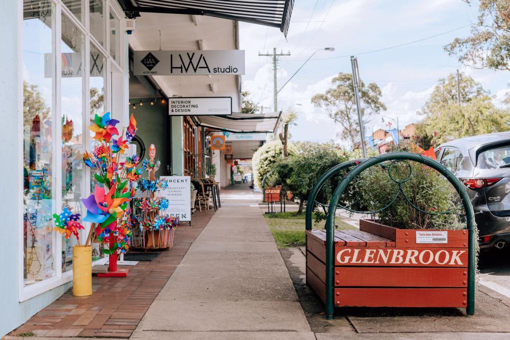 Neighborhood_Glenbrook-1_o5edkf