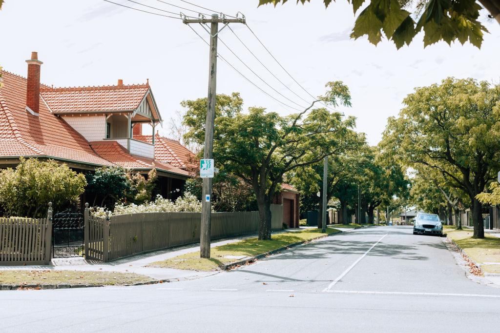 Neighborhood_Malvern-44_cq7jzf