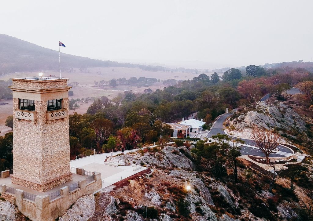 Tucked_unobtrusively_below_the_iconic_Rocky_Hill_Memorial_is_the_new_mirrired_Museum._Photo_Jon_Case_p9afwq