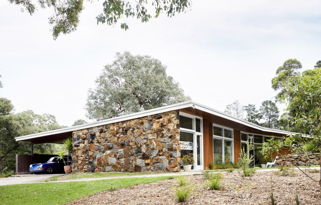 All the stone work in this house is believed to be by local stonemasons McAulay Brothers who did a lot of work in the area for Robin Boyd.  Styling: Annie Portelli.
