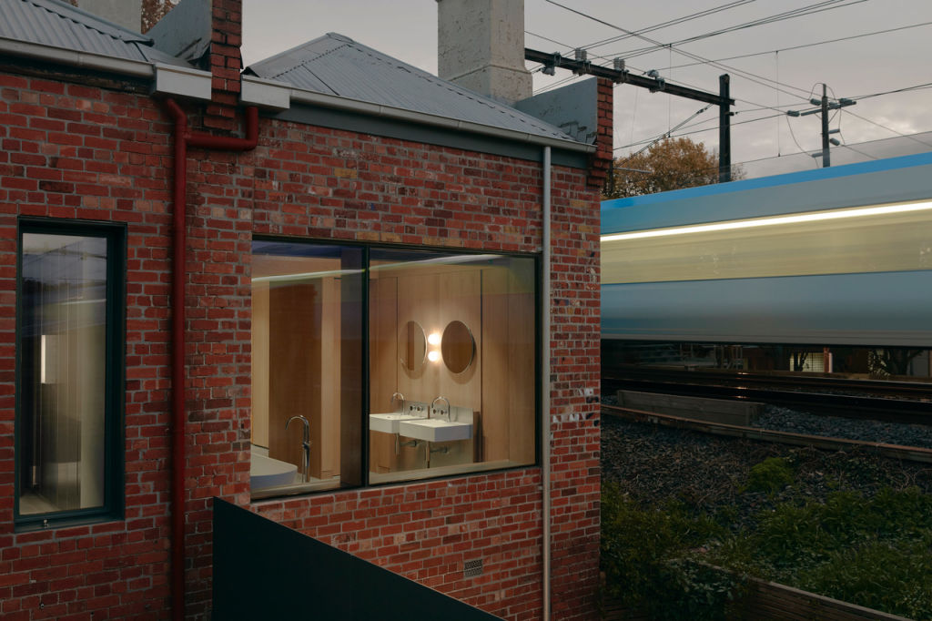 The_clients_insisted_on_a_big_window_in_what_must_now_be_the_least_discrete_bathroom_in_Melbourne._Photo_Tom_Ross_o7emzl