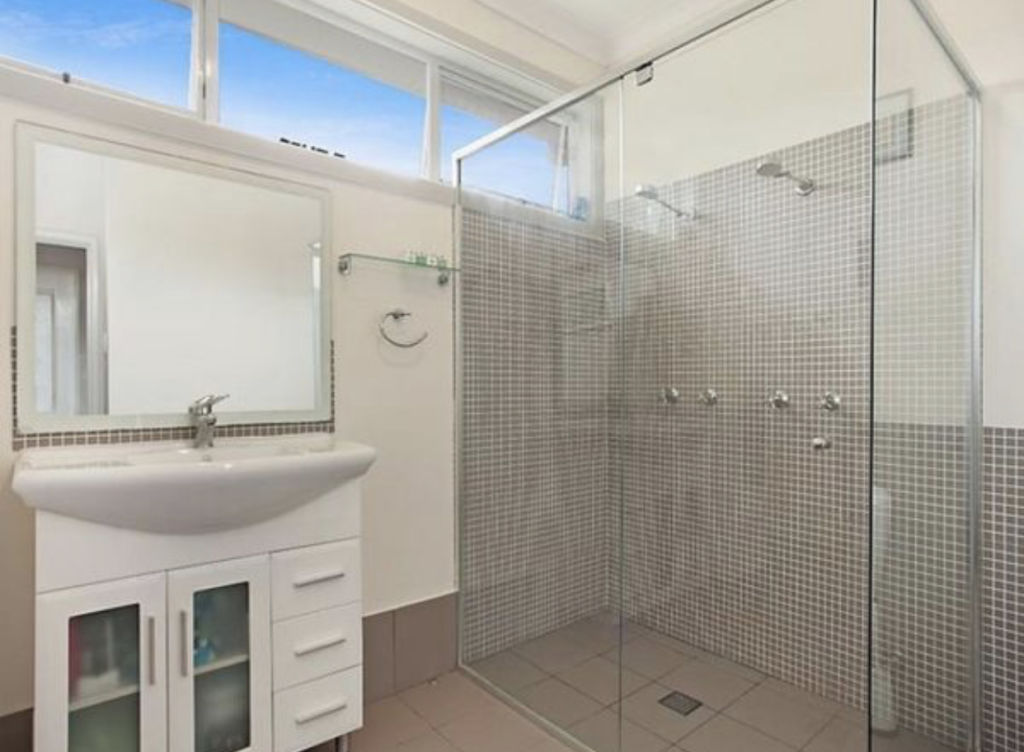 Set For Life_The Henty House transformation_Bathroom before