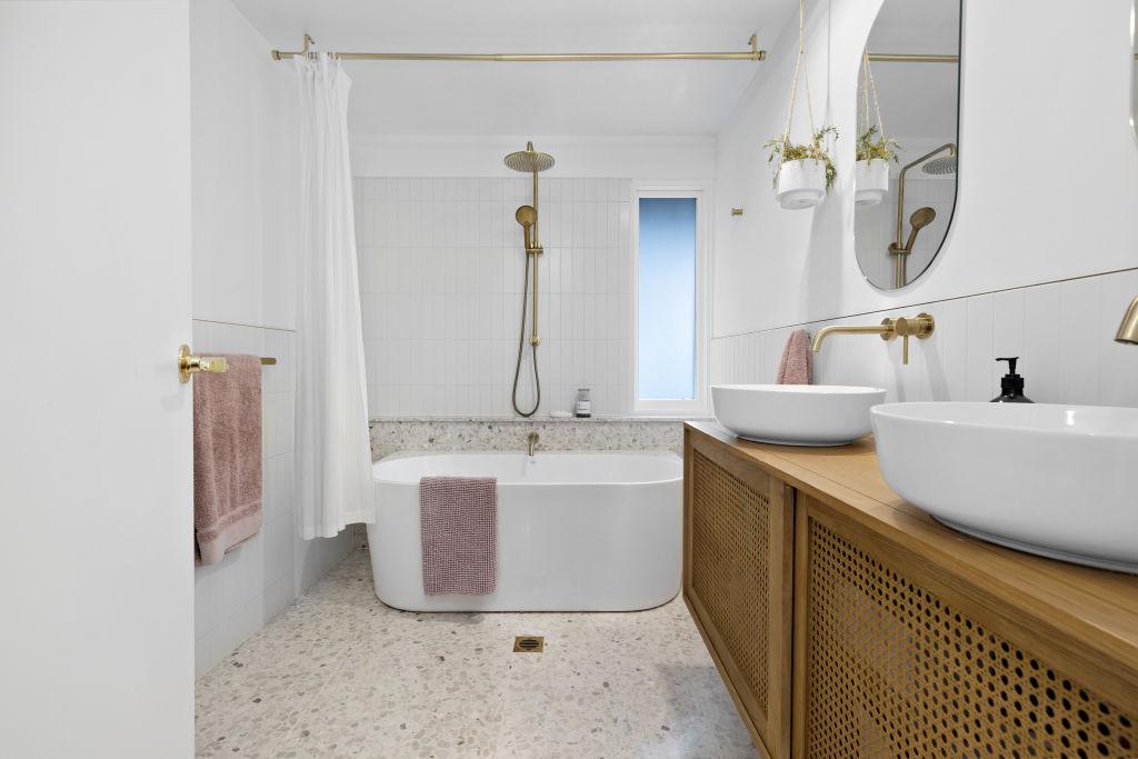 1-Bathroom_sfnabn