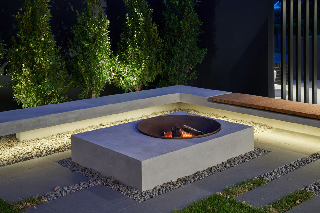 Built-in_Firepit_5_o4ixpq