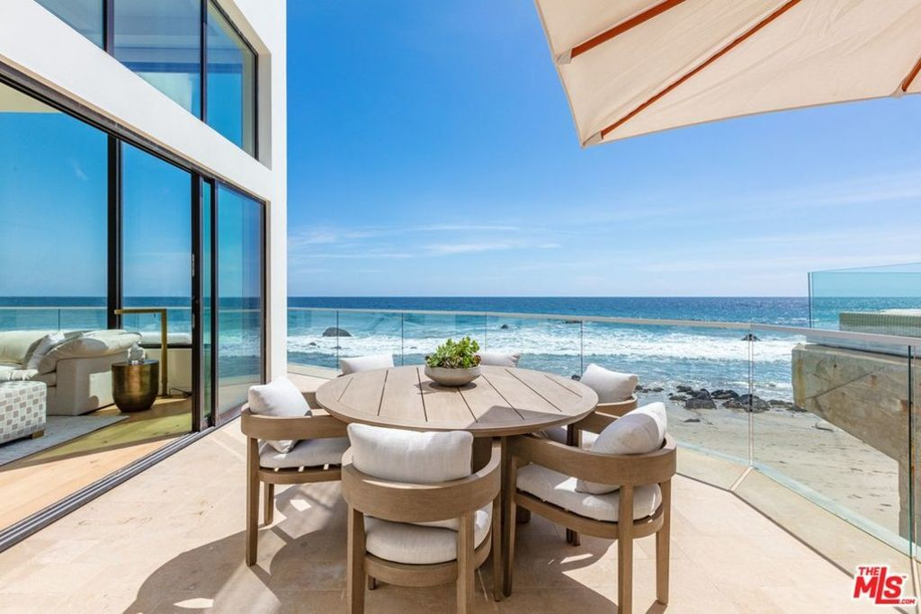 Pink bought a house in Malibu for $US13.7 million.