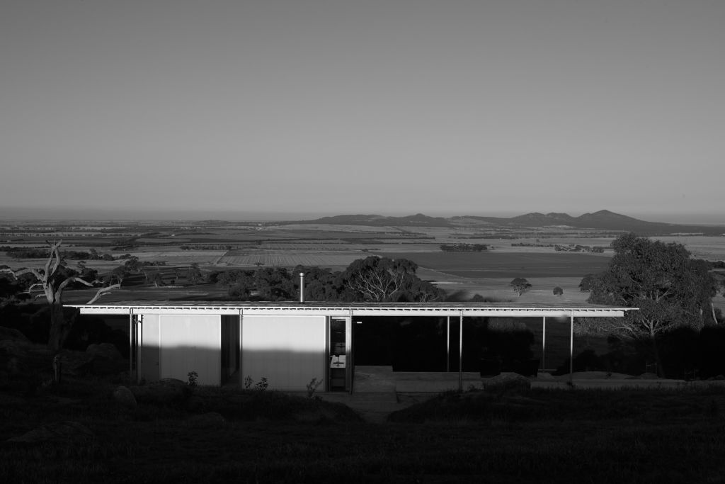 The_form_is_hayshed_simple._The_outlook_to_the_You_Yangs_and_Port_Phillip_extraordinary._Photo_Earl_Carter_kokuhc