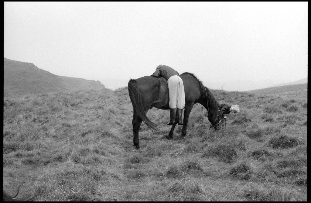 BIFB_photo_by_Linda_McCartney_Stella_and_James_with_horse_Scotland_1982_wljgzn