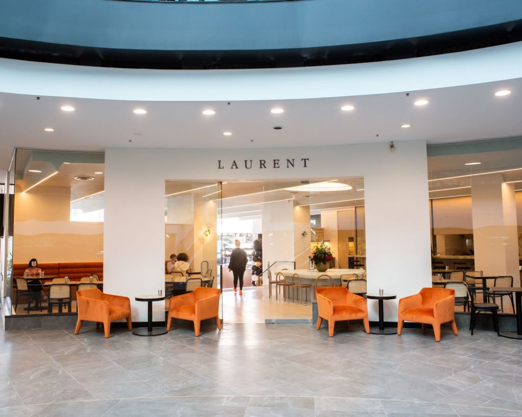 The_pastisserie_has_different_frontages_with_armchairs_in_the_Como_Centre_shopping_mall._Photo_Laurent_pjn1si