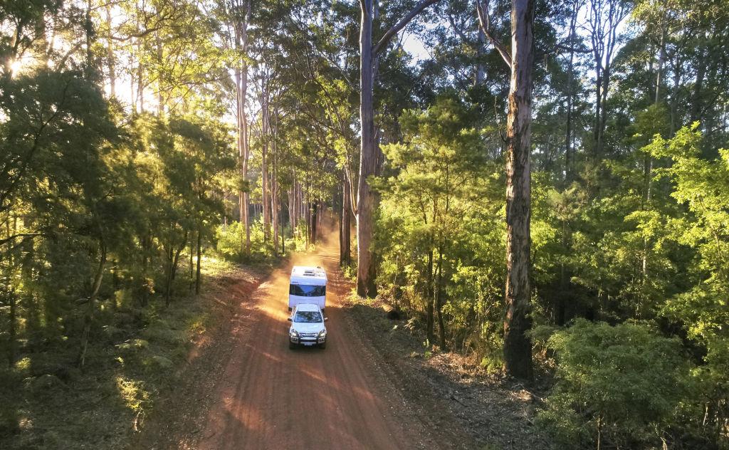 Caravan_Driving_4_jhcy6z
